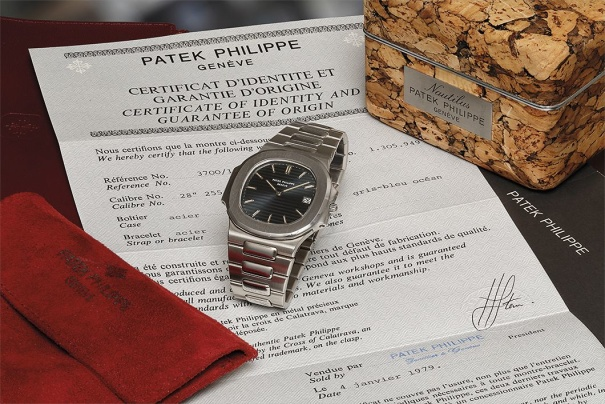 An attractive, rare and large stainless steel wristwatch with date, bracelet, original Certificate of Origin, and original cork presentation box.