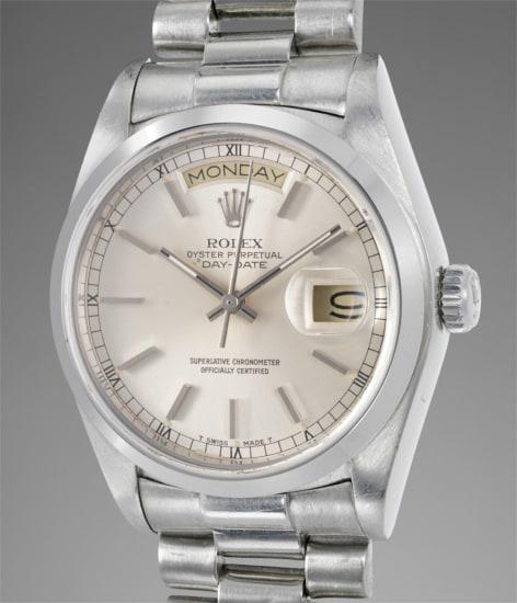 A fine and very rare platinum calendar wristwatch with center seconds and bracelet