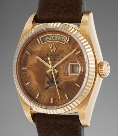 A rare and attractive yellow gold calendar wristwatch with wood dial, center seconds, and Garantie, made for the Sultanate of Oman