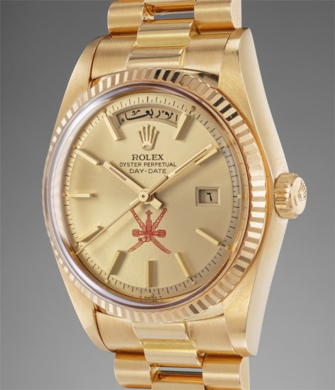 A rare and attractive pink gold calendar wristwatch with center seconds, Arabic day and date wheel, bracelet and guarantee, made for the Sultanate of Oman
