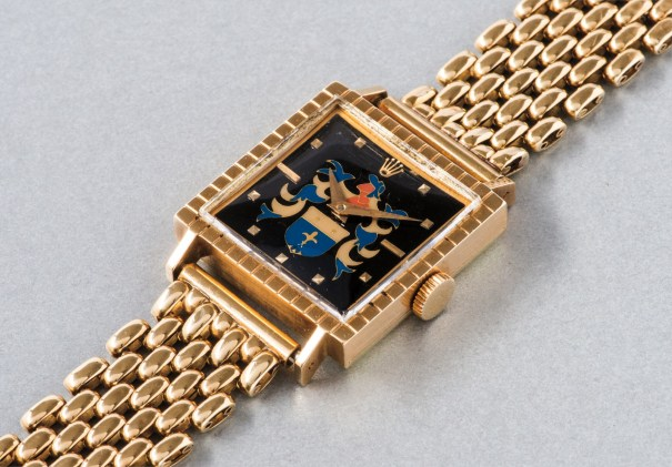 A rare and highly attractive yellow gold wristwatch with cloisonné enamel dial depicting a coat of arms
