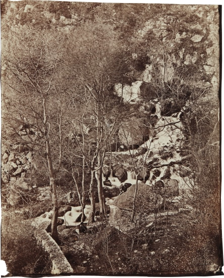 Versant de la colline avec cascade et personnage (Slope of the hill with waterfall and figure)