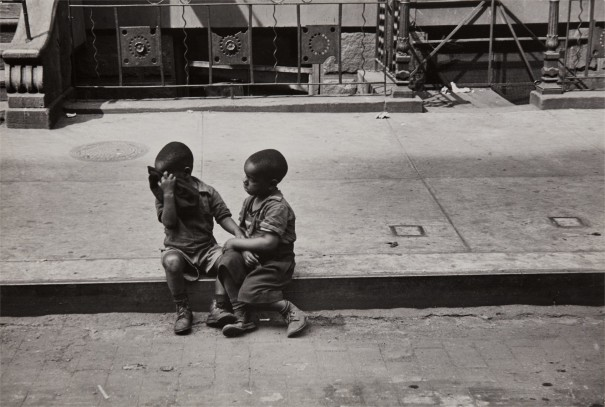 New York (Children on curb)