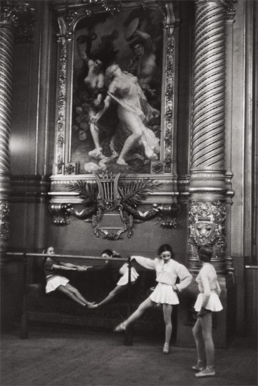 Young ballerinas, Palais Garnier opera house, Paris