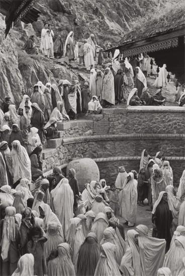 Women at the Mahdum Shah Ziarat mosque, Srinagar, Kashmir