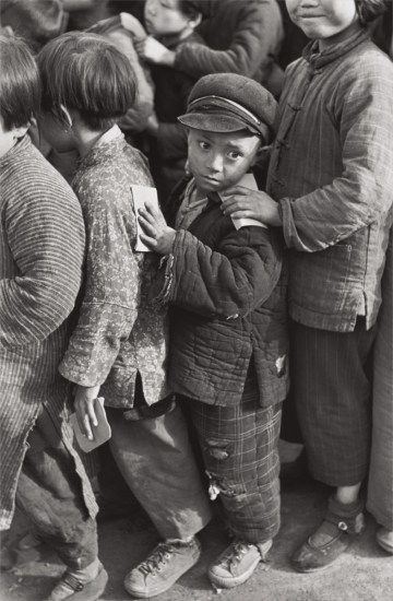 Children await rice distribution, Shanghai, China