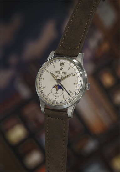 An extremely rare, highly attractive and well-preserved triple calendar wristwatch with grainé dial featuring luminous hour markers and hands.