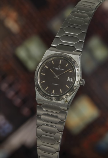 A very fine and attractive stainless steel wristwatch with date aperture and integrated bracelet.