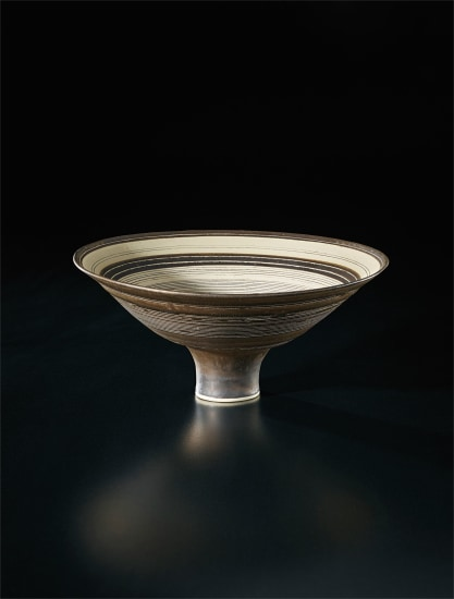 Flaring footed bowl