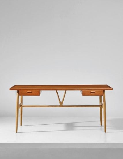 'V' desk, model no. JH563