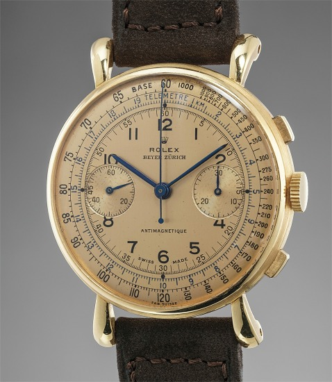 A very fine, extremely rare and well-preserved yellow gold chronograph wristwatch with multi-scale champagne dial and flat band, retailed by Beyer