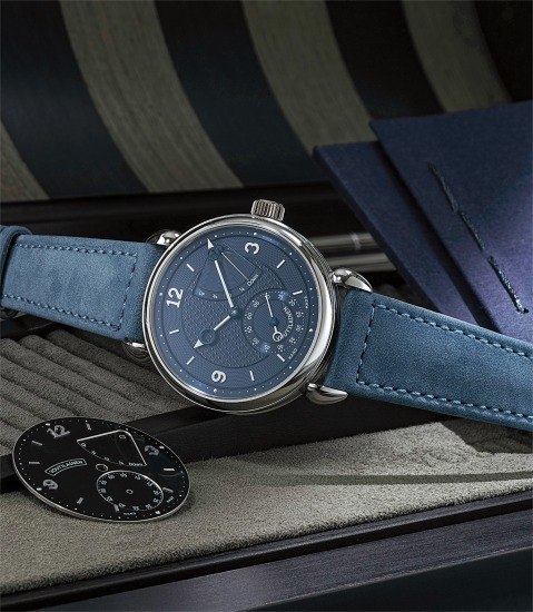 A very fine and rare limited edition platinum wristwatch with blue dial and power reserve indicator, additional black dial and hand set