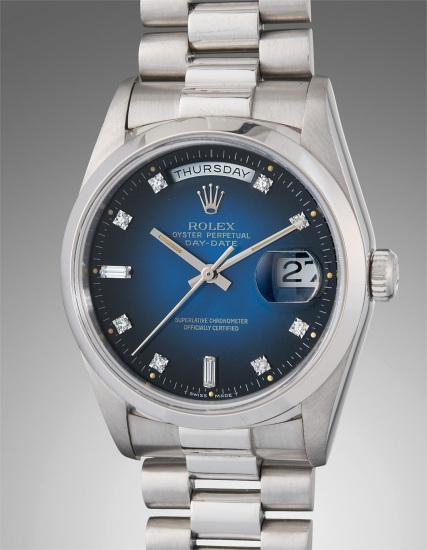 A very fine and highly attractive platinum and diamond-set calendar wristwatch with center seconds, blue lacquer dégradé dial, and bracelet