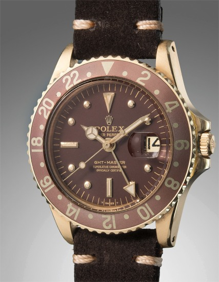 A rare, highly attractive, and exceptionally well-preserved yellow gold dual time wristwatch with center seconds and date