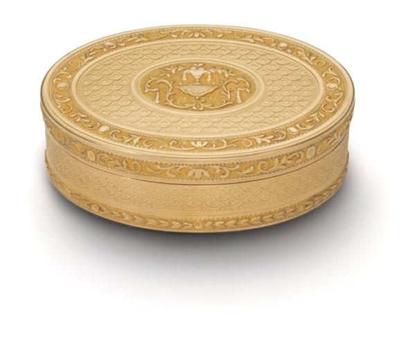A Louis XVI Bicolored Gold Snuff-Box