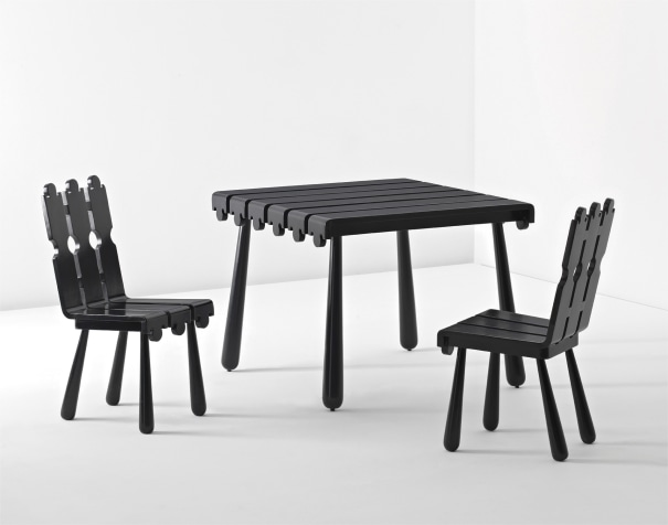 'Quille' table and pair of chairs