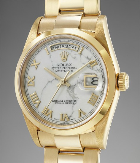 A very rare and unusual yellow gold calendar wristwatch with center seconds, marble dial, bracelet, guarantee and presentation box