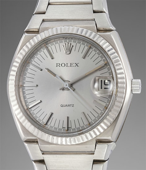 A fine and very rare white gold tonneau-shaped electronic wristwatch with center seconds, date and bracelet