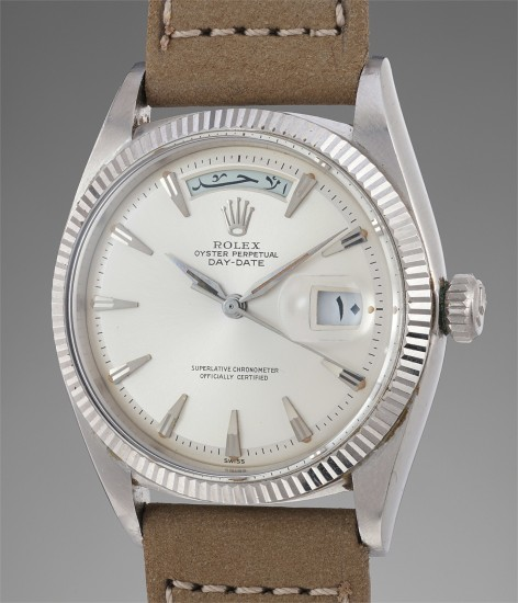 A rare and attractive white gold Arabic calendar wristwatch with center seconds and bracelet