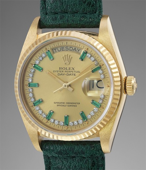 A very rare and attractive yellow gold, diamond and emerald-set calendar wristwatch with center seconds