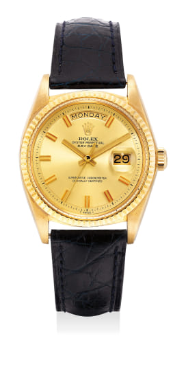 47547afb4bc A well-preserved and rare yellow gold wristwatch with sweep center seconds,  day and