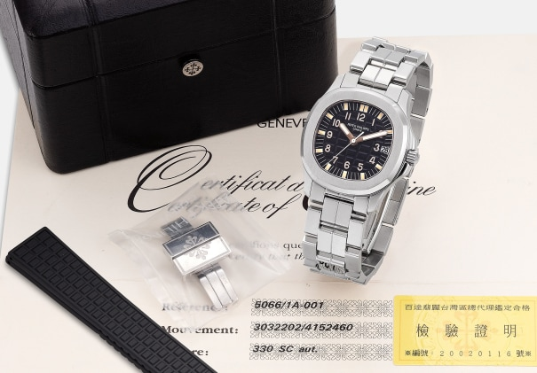 A very fine and attractive stainless steel wristwatch with sweep center seconds, date, bracelet, certificate and box