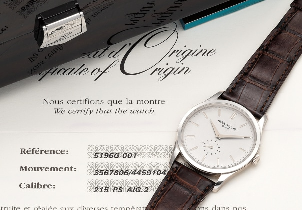 A fine and very attractive white gold wristwatch with small center seconds, certificate and presentation box
