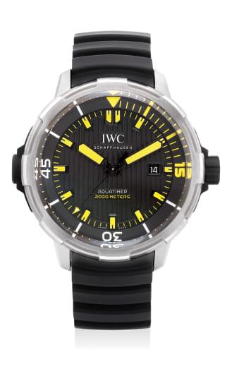 A fine titanium wristwatch with date, center seconds, international warranty and presentation box