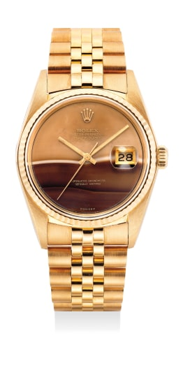 A very fine and attractive yellow gold wristwatch with date, bracelet and hardstone dial