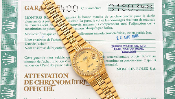 """A very rare and attractive yellow gold quartz wristwatch with day, date, sweep center seconds, """"Pyramide"""" bracelet and guarantee"""