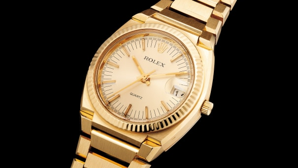A fine and very heavy yellow gold wristwatch with center seconds, date, bracelet and presentation box