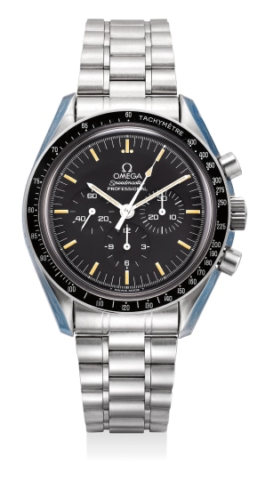An attractive and well-preserved stainless steel chronograph wristwatch with bracelet, international warranty and presentation box