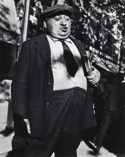 Newspaperman, Paris