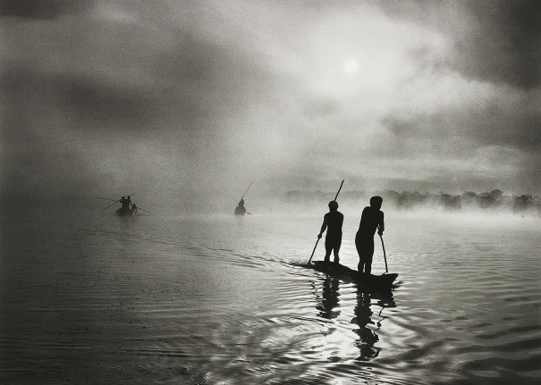 Fishing in the Piulaga Laguna during the Kuarup ceremony of the Waura Group, Upper Xingu Basin, Mato Grosso, Brazil
