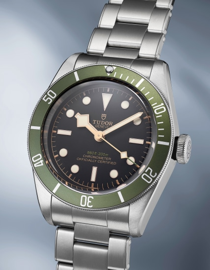 An attractive stainless steel diver's wristwatch with green bezel and bracelet