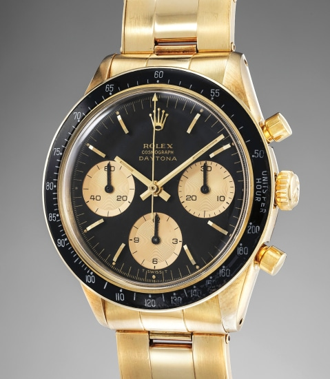 A fine, superbly attractive and extremely rare 14K yellow gold chronograph wristwatch with black dial and bracelet