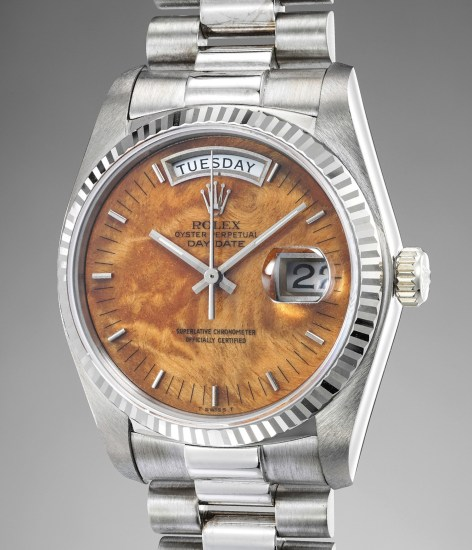 A highly rare and attractive white gold calendar wristwatch with center seconds, bracelet and wood dial