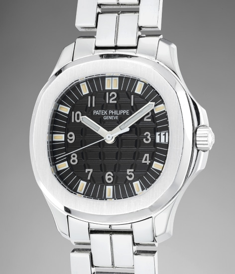 An attractive and rare stainless steel wristwatch with date, center seconds, bracelet, additional rubber strap, certificate of origin and presentation box