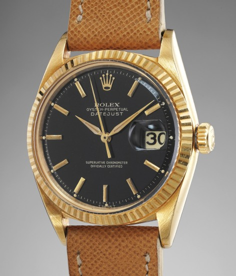 A very attractive yellow gold wristwatch with black glossy dial and date