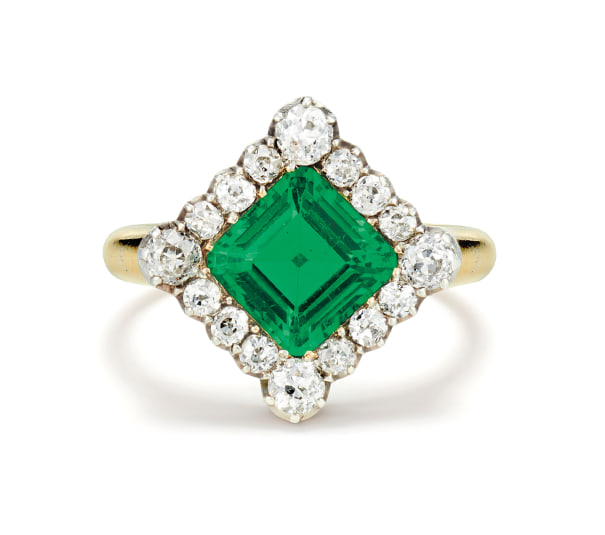 A Fine Antique Emerald, Diamond, Gold and Silver-Topped Gold Ring