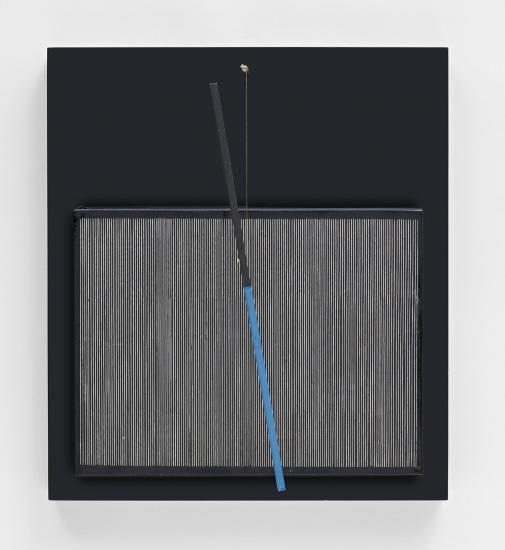 Incliné bleu et noir (Inclined Blue and Black)