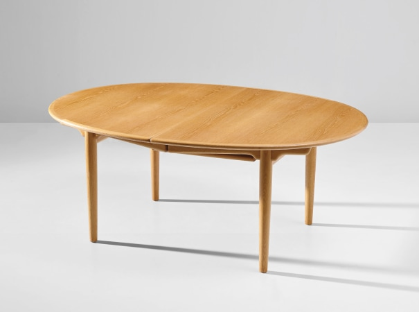 Extendable dining table, model no. JH 567
