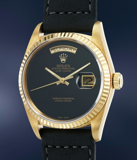 A highly rare and attractive yellow gold calendar wristwatch with onyx dial