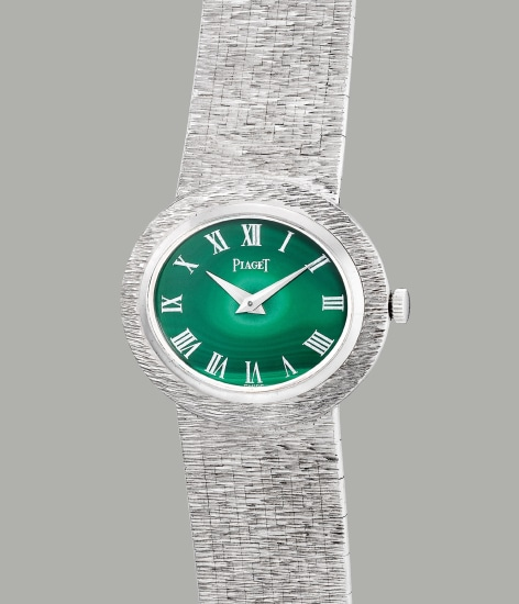 A lady's fine white gold wristwatch with malachite dial and Milanese integrated bracelet