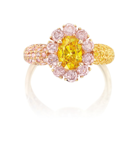 An Exquisite Coloured Diamond ring