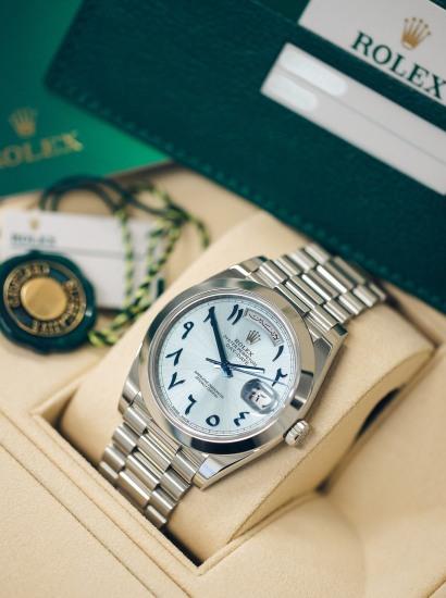 Ref. 228206 Day-Date 40 in Platinum. Arabic calendar wristwatch with Eastern Arabic numerals and bracelet.