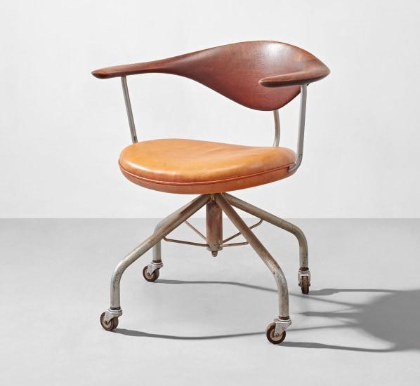 Early swivel armchair, model no. JH502